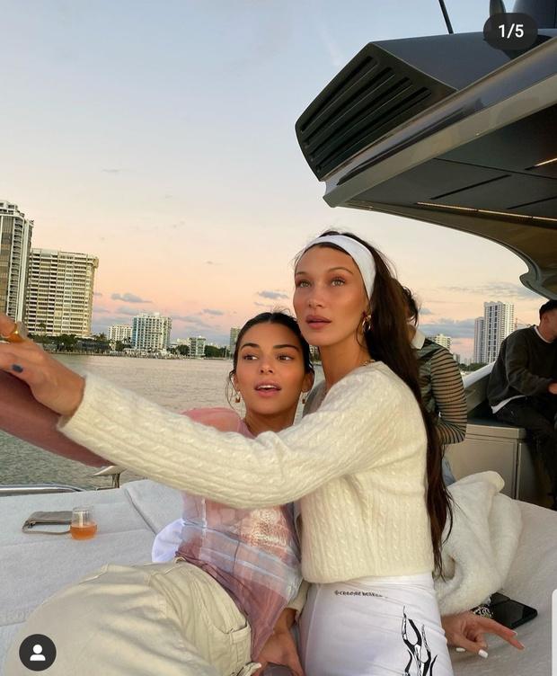 Друзья на отдыхе в Майами - Кендалл, Кортни и Белла (фото 1)