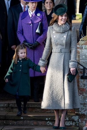 Почти все в сборе: британская королевская семья на рождественской службе (фото 5.1)