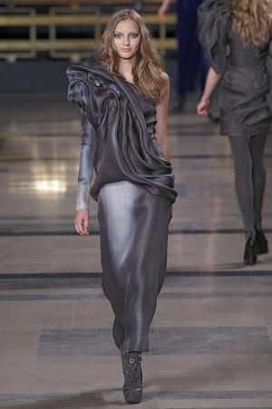Показ Stephane Rolland коллекции сезона Осень-зима 2010-2011 года Haute couture - www.elle.ru - Подиум - фото 168029