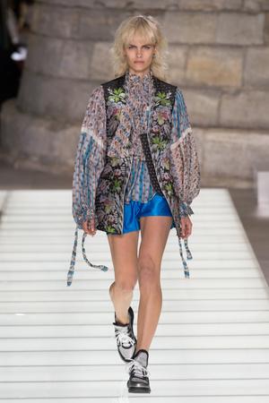 Показ Louis Vuitton коллекции сезона Весна-лето 2018 года Prêt-à-porter - www.elle.ru - Подиум - фото 660581