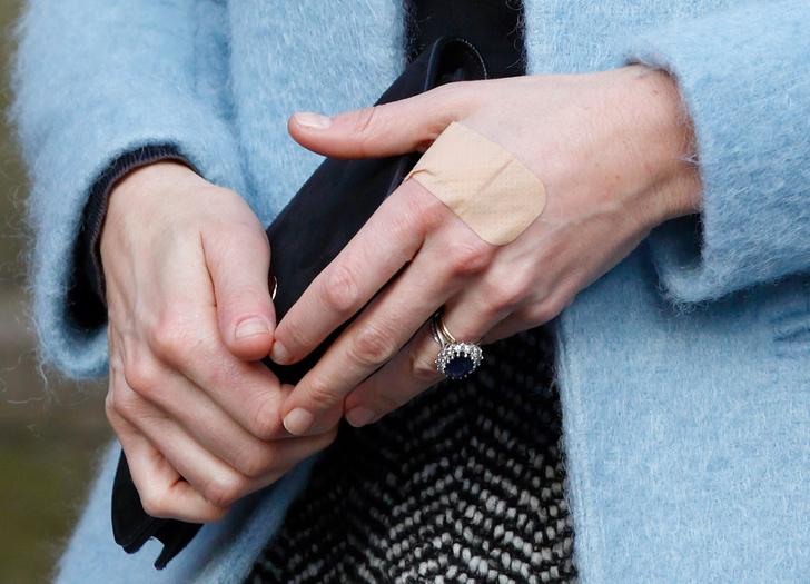 Почему Кейт Миддлтон никогда не красит ногти ярким лаком? фото [5]