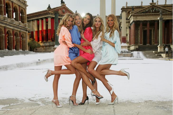 Like an Angel: Стелла Максвелл за две недели до шоу Victoria's Secret фото [1]