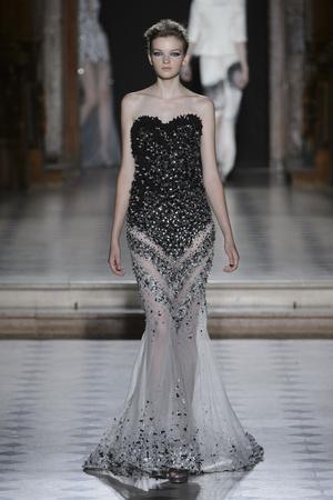 Показ Tony Ward коллекции сезона Осень-зима 2015-2016 года Haute couture - www.elle.ru - Подиум - фото 597539