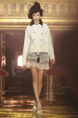 Показы мод John Galliano Весна-лето 2011 | Подиум на ELLE - Подиум - фото 2505