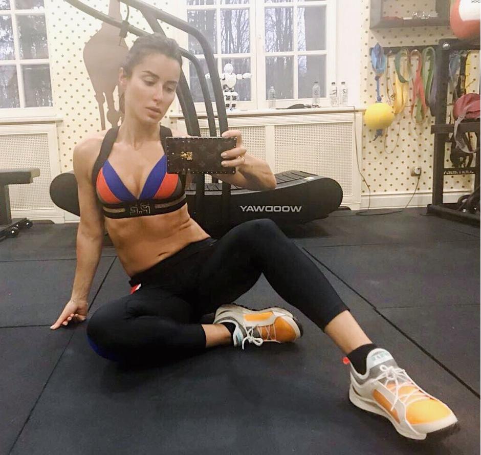 42-летняя Тина Канделаки показала фигуру в купальнике (фото 7)