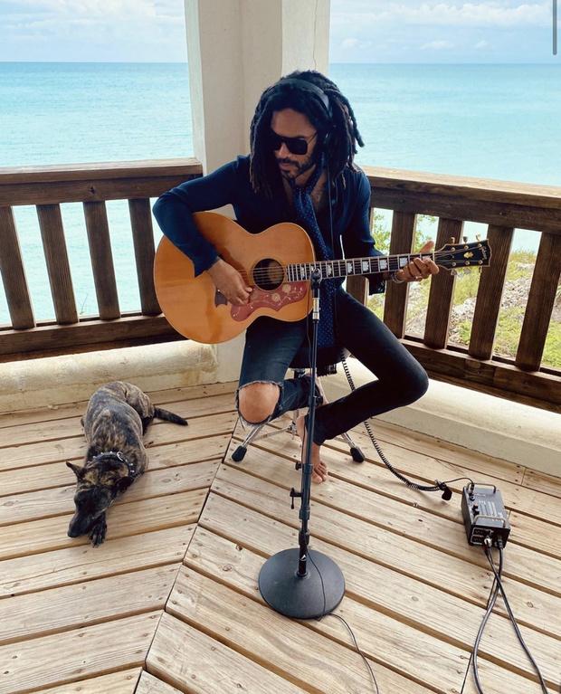 Где бы вы хотели сейчас оказаться? На террасе стильного Ленни Кравица с видом на океан (фото 1)