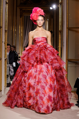 Показ Giambattista Valli коллекции сезона Весна-лето 2012 года haute couture - www.elle.ru - Подиум - фото 330851
