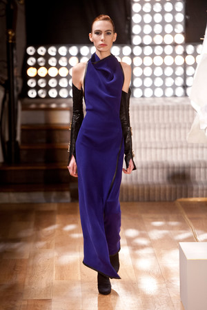 Показ Atelier Gustavo Lins коллекции сезона Весна-лето 2013 года haute couture - www.elle.ru - Подиум - фото 479484