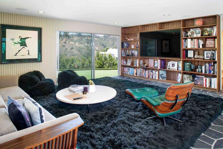 Фронтмен Maroon 5 Адам Левин продает два роскошных дома в Лос-Анжелесе фото [1]