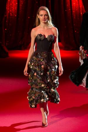 Показ Ulyana Sergeenko коллекции сезона Весна-лето  2017 года haute couture - www.elle.ru - Подиум - фото 616859