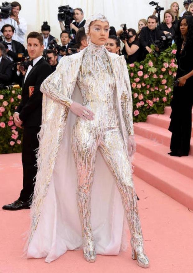Никаких «голых» платьев, только роскошь: все супермодели на Met Gala (фото 7)