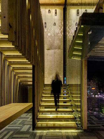 Дерево и стекло: современный ресторан в Мехико (фото 2)