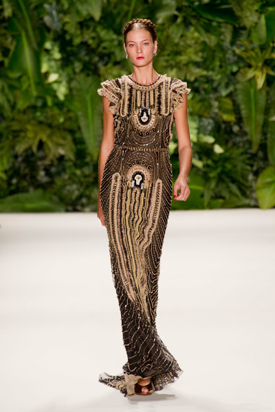 Главные тренды с показа Naeen Khan на Неделе моды в Нью-Йорке