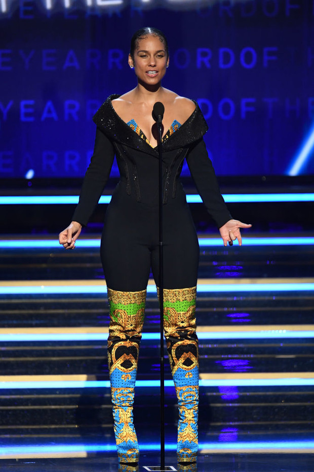 Кто одевал ведущую церемонии «Грэмми – 2020» Алишу Киз (фото 3)