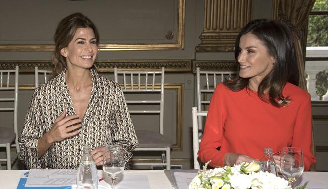 Шелковая «двойка» Zara на королевском приеме: самая стильная первая леди в мире (фото 5)