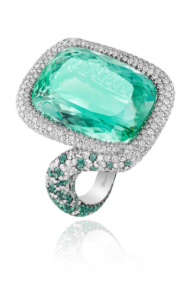 Кольцо Red Carpet, белое золото, турмалин Параиба, бриллианты, изумруды, Chopard
