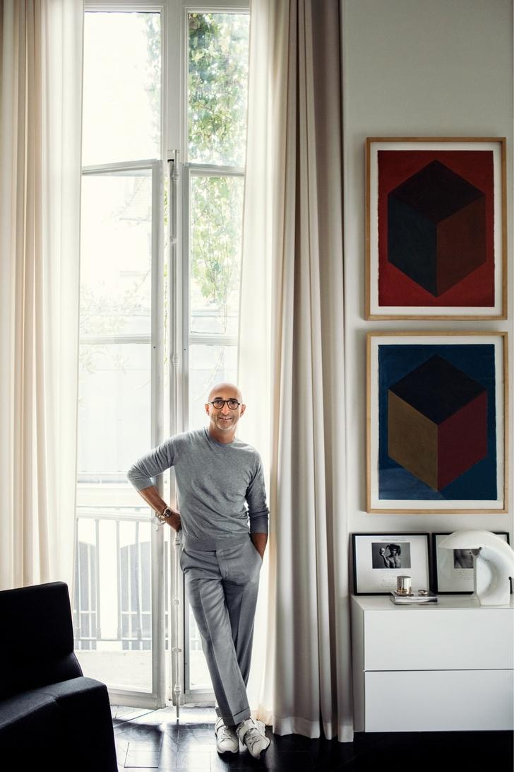Черный квадрат: парижская квартира в старинном доме (фото 2)