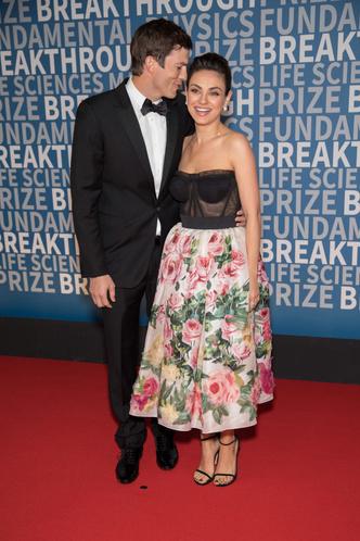 Редкий выход: Мила Кунис и Эштон Катчер на премии Breaktrough Prize (фото 4)