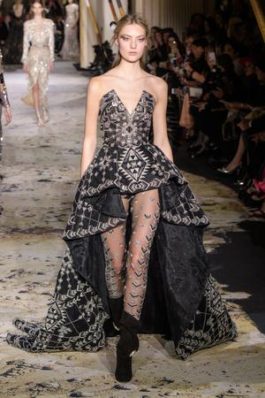 Показ Zuhair Murad коллекции сезона Весна-лето 2018 года Haute couture - www.elle.ru - Подиум - фото 677811