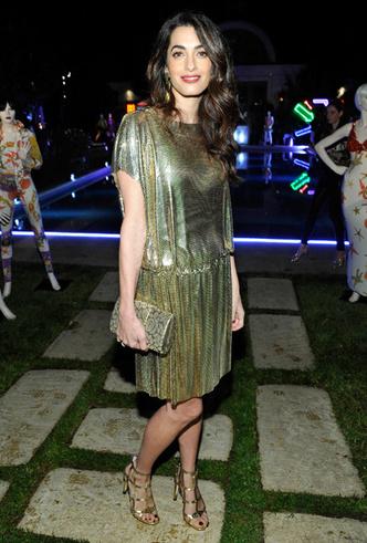 Образ дня: Амаль Клуни в винтажном платье Gianni Versace фото [2]