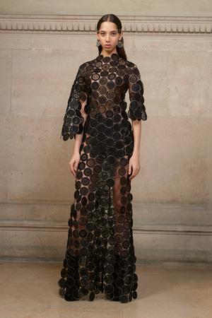 Показ Givenchy коллекции сезона Весна-лето  2017 года Haute couture - www.elle.ru - Подиум - фото 616608