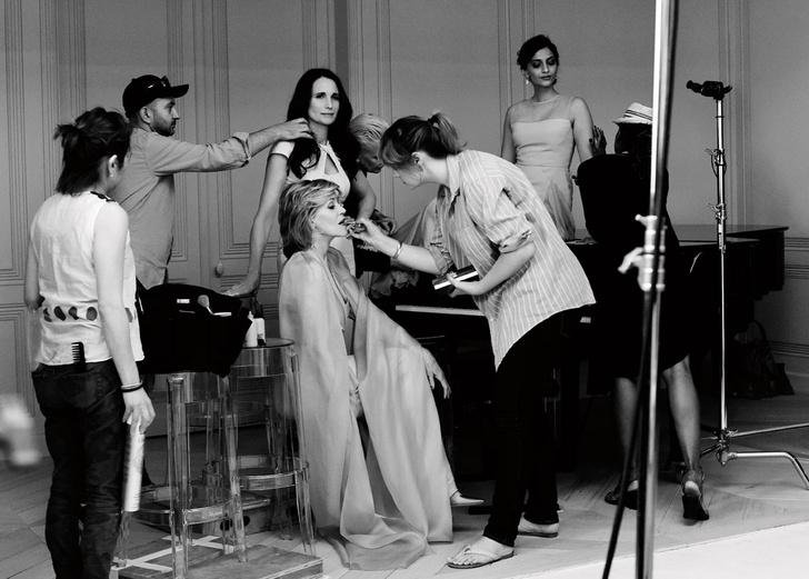 Джейн Фонда во время съемок видео Colour Riche Pink Obsession