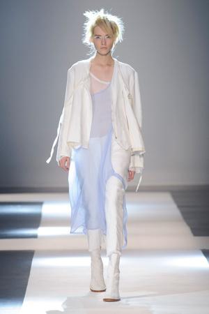 Показы мод Ann Demeulemeester Весна-лето 2015 | Подиум на ELLE - Подиум - фото 4183