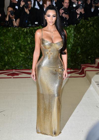 Ким Кардашьян в платье как у Донателлы Версаче на afterparty Met Gala (галерея 7, фото 0)