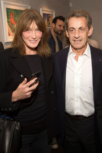 Редкий выход Карлы Бруни и Николя Саркози фото [1]