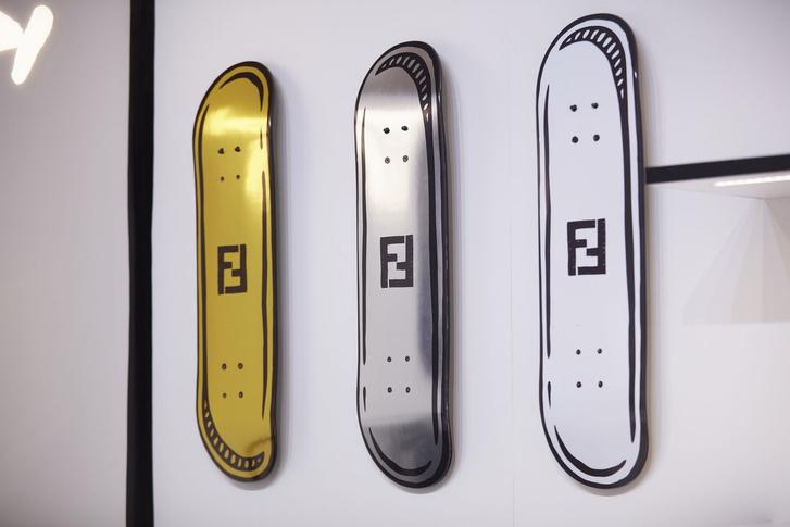 От руки: графическое pop-up кафе Fendi (фото 7)