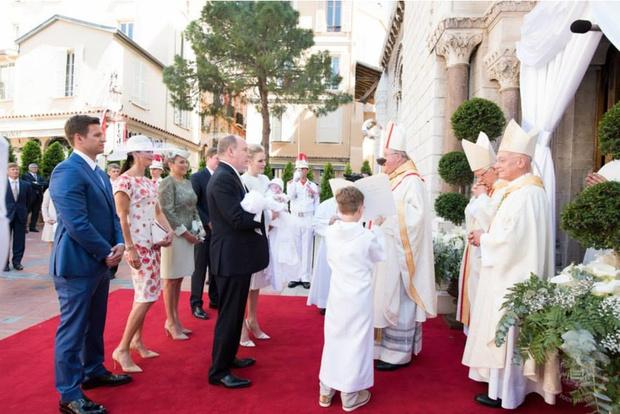 Фото дня: князь и княгиня Монако на крещении близнецов (фото 4)