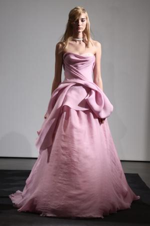 Показ Vera Wang коллекции сезона Осень 2014 года Bridal - www.elle.ru - Подиум - фото 575510