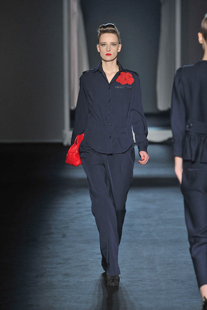 Показы мод Moschino Осень-зима 2009-2010 | Подиум на ELLE - Подиум - фото 3159