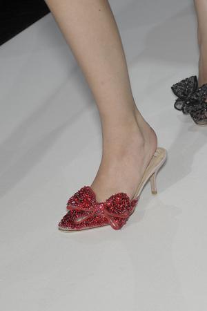 Показы мод Valentino Осень-зима 2010-2011 | Подиум на ELLE - Подиум - фото 2684