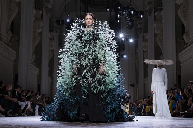 Самый красивый образ Недели моды: Кайя Гербер на показе Givenchy (фото 3)