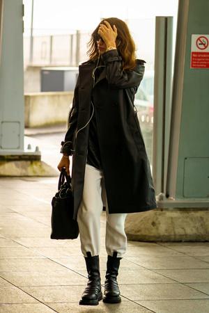 Ботинки Bottega Veneta + кожаный плащ: Ирина Шейк в Лондоне (фото 1.2)