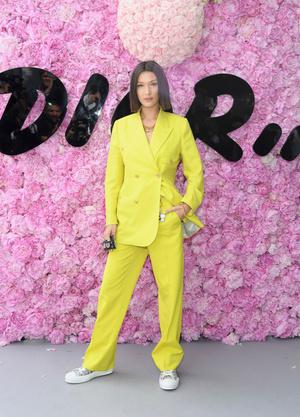 Добавить цвета: носите деловой костюм, как Белла Хадид (фото 4.1)