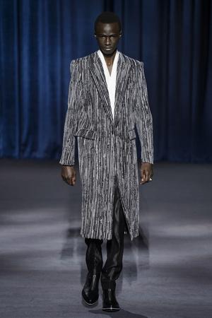 Показ Givenchy коллекции сезона осень-зима  2018-2019 года Prêt-à-porter - www.elle.ru - Подиум - фото 713351