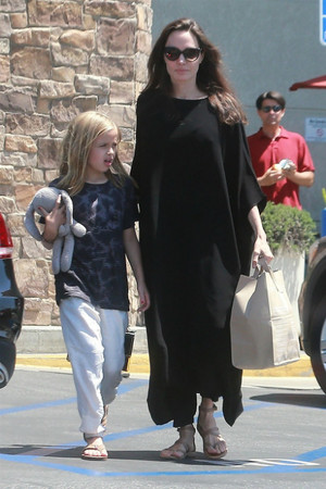 Богатые тоже плачут: что происходит со здоровьем Анджелины Джоли? фото [5]