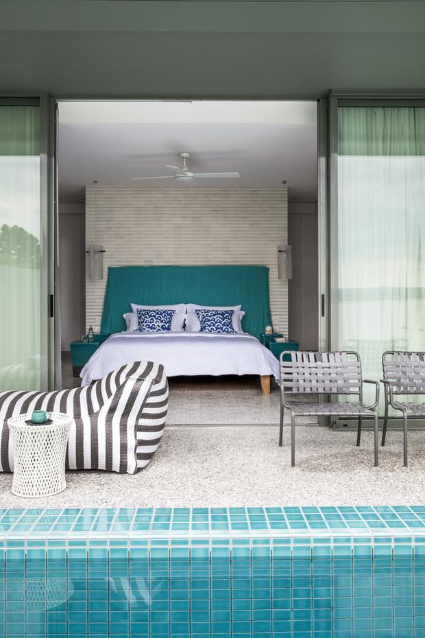 Все номера категории suite имеют частные бассейны. На террасе шезлонг, Gervasoni, и стулья, сделанные по эскизу Паолы местными мастерами.