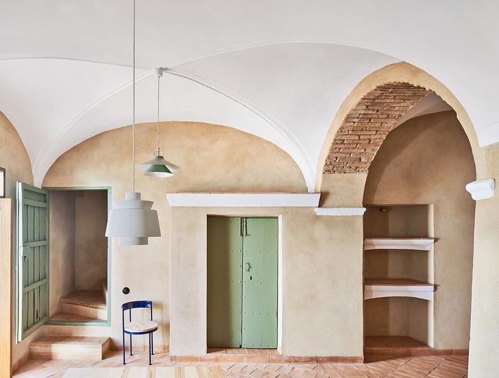 Домик в деревне: гестхаус в Испании от студии Lucas y Hernandez-Gil (фото 5)
