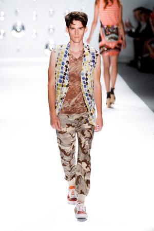 Показы мод Custo Barcelona Весна-лето 2013 | Подиум на ELLE - Подиум - фото 1263
