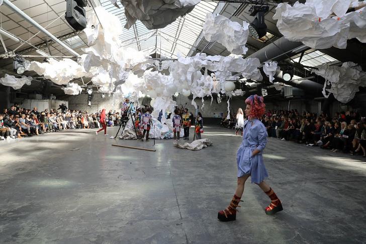 Принты и многослойность на показе Vivienne Westwood (фото 8)