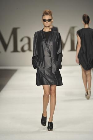 Показ Max Mara коллекции сезона Весна-лето 2009 года Prêt-à-porter - www.elle.ru - Подиум - фото 82916