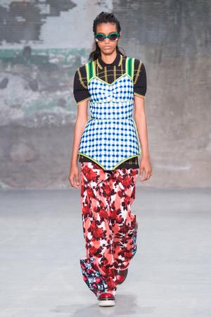 Показы мод Marni Весна-лето 2018 | Подиум на ELLE - Подиум - фото 5401