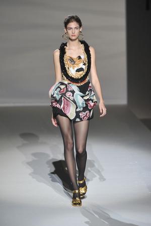 Показы мод Moschino Весна-лето 2010 | Подиум на ELLE - Подиум - фото 2969