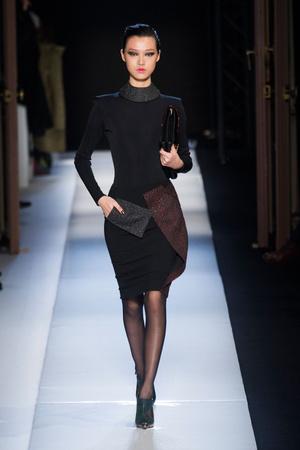 Показы мод Roland Mouret Осень-зима 2013-2014 | Подиум на ELLE - Подиум - фото 638