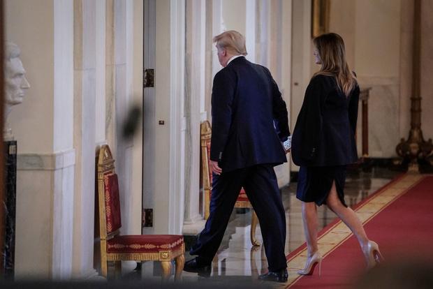 Оптическая иллюзия: как блузка в горошек корректирует фигуру — на примере Мелании Трамп (фото 5)