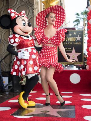 Кэти Перри и Хайди Клум на празднике в честь Минни Маус (фото 1)