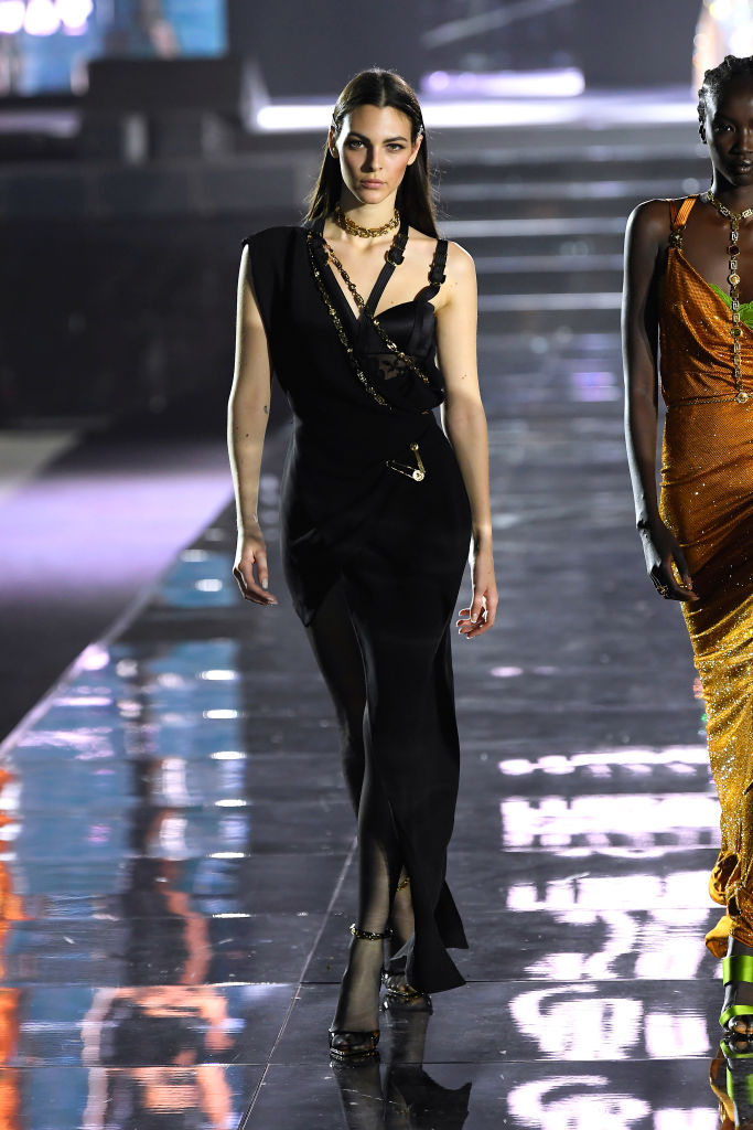 Просто потрясающе: Белла и Джиджи Хадид, Джоан Смоллс и все-все супермодели на шоу во Флоренции (фото 9)